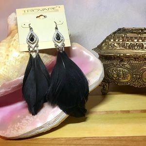 Beautiful Boho-Style Feather Earrings NWT!